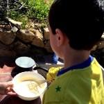Fotos del Valle del Jerte, Agroturismo El Vallejo Teo batiendo huevos