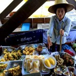 Fotos mercado flotante Damnoen Saduak, vendedora fruta