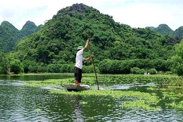 Hacia la Pagoda del Perfume en Vietnam