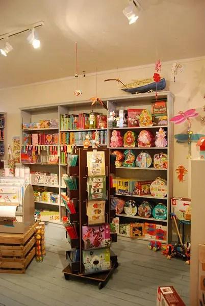 Interior de la juguetería Pain D'épices en París