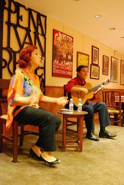 Lecciones de flamenco en la Peña Juan Breva de Málaga