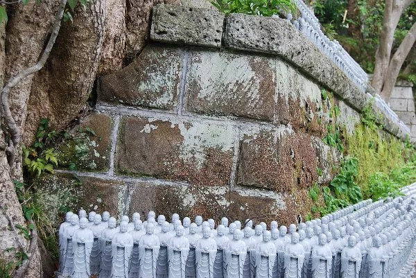 Más estatuas de Jizo en el Hase-dera