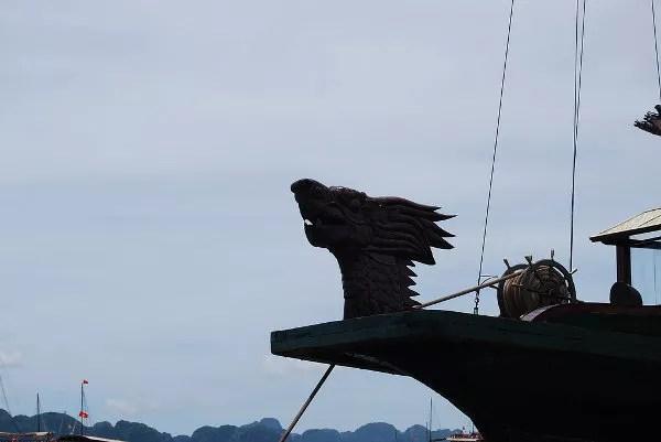 Mascarón de proa de un junco en la Bahía de Ha Long