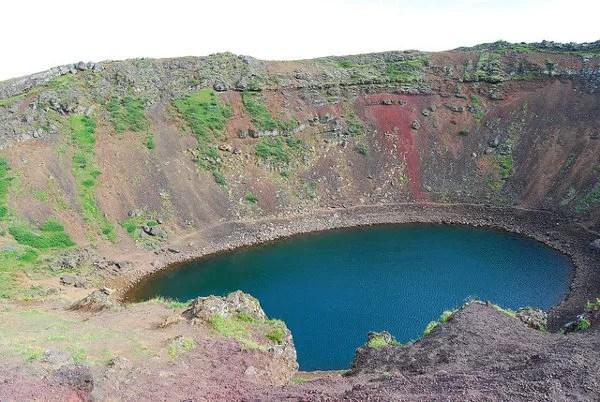 Mirando el cráter Kerið