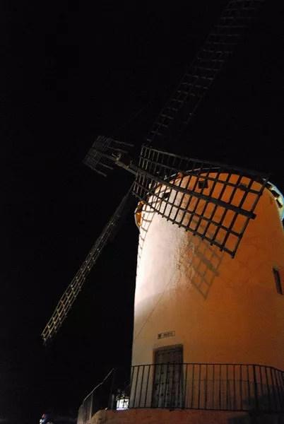 Molino de viento de Campo de Criptana de noche