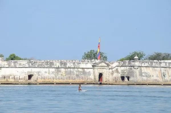 Murallas de camino a las Islas del Rosario