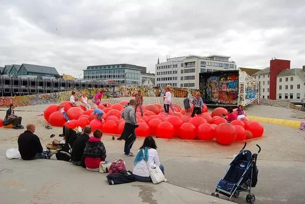 Niños jugando en el Geoparken de Stavanger