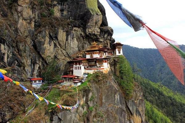Nido del Tigre, Bután