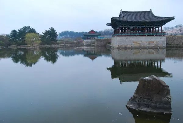 Pabellones del estanque Anapji de Gyeongju