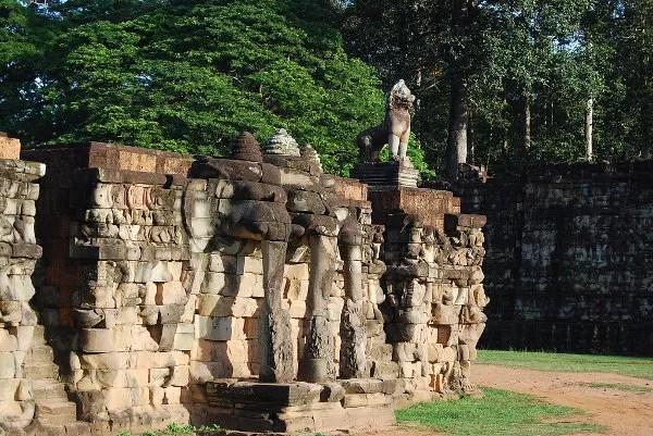 Restos de la Terraza de los Elefantes