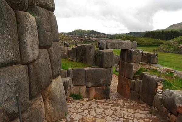 Restos de los muros de Saqsayhuamán