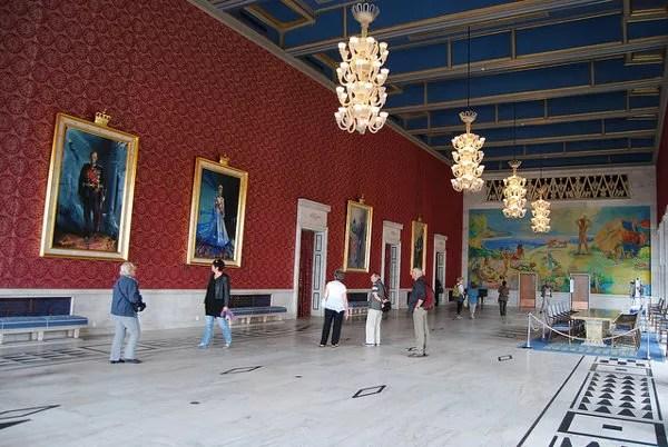 Retratos de los Reyes de Noruega en el Ayuntamiento de Oslo