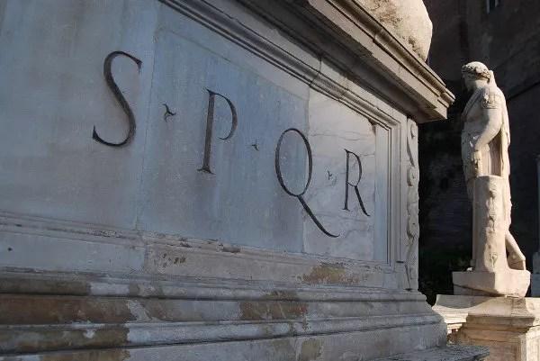 SPQR en la Piazza del Campidoglio