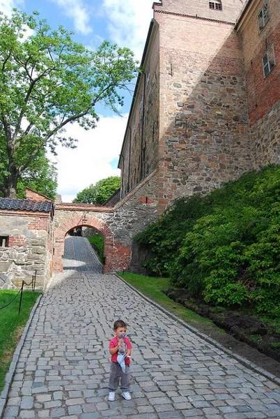 Teo en la fortaleza de Akershus en Oslo