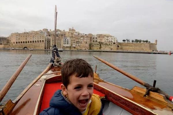 Teo navegando por Las Tres Ciudades de Malta