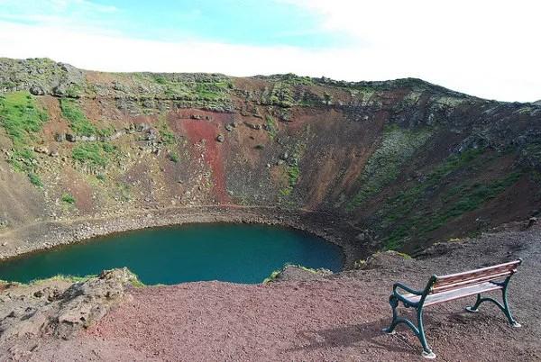 Un banco en el cráter Kerið