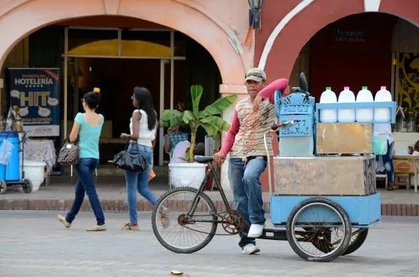 Vendedor callejero en Cartagena de Indias