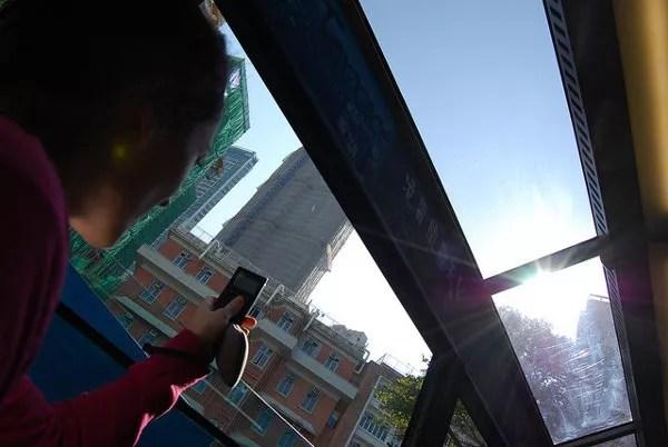 Vero grabando un vídeo en The Peak Tram