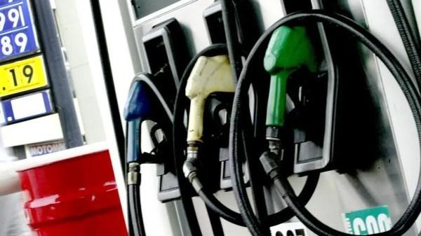 Combustibles bajan de precios.