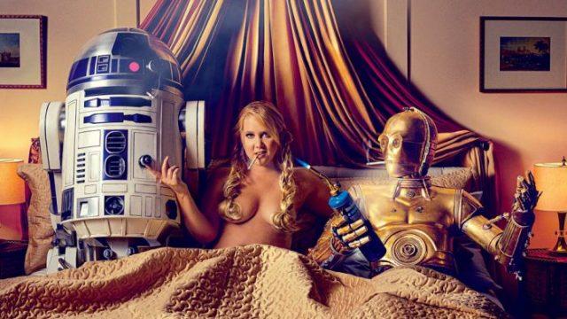 Amy Schumer posa junto a R2D2 y C3PO para GQ
