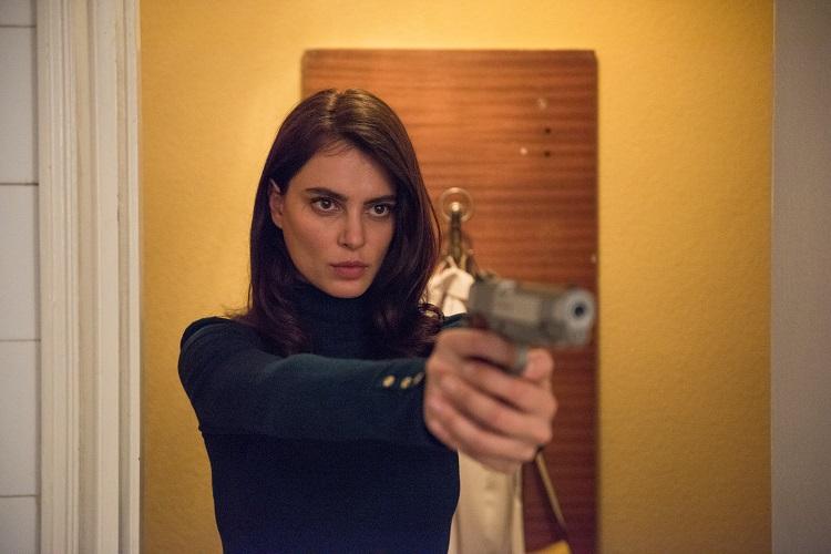 La protagonista de La Gomera con una pistola