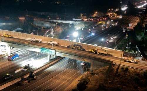 El puente Sunset en proceso de demolición.