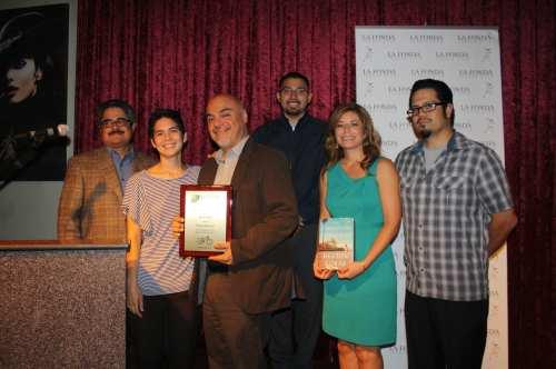Héctor Tobar, columnista del diario LA Times, fue otro de los condecorados por el apoyo que ha dado con su pluma al movimiento ciclista angelino. (Foto Agustín Durán/El Pasajero)