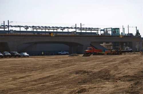 Construcción de la plaza y estacionamiento de la estación Culver City. (oto Seve Hymon/Metro)