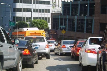 Traffico en Westwood. (Foto cortesía de Anika Malone vía Flickr)