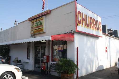 La fachada de Lucero Bakery en la avenida Gage en la City of Commerce. (Foto Agustín Durán/El Pasajero).