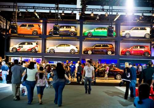 Es todo un espectáculo las presentaciones de los fabricantes de auto. Aqui Scion de Toyota.