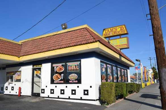 Si vives en el sur de Los Ángeles el restaurante Famous Tam's Super Burgers que más cerca te queda es el que está ubicado en el 7219 S. Alameda St., Los Ángeles, CA 90001.