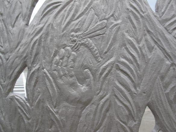 """Detalle de la escultura """"El Paraje"""", instalada en el Artesia Transit Center."""