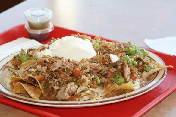 Los nachos de carnitas son para una persona, pero fácilmente llenan a dos. (Foto de Agustín Durán/El Pasajero).