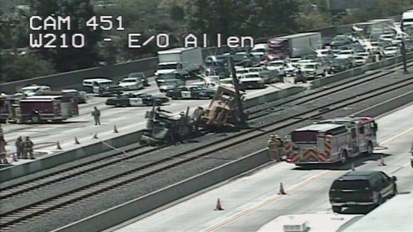 Escena del accidente ocurrido hoy en la autopista 210. Foto: Caltrans.