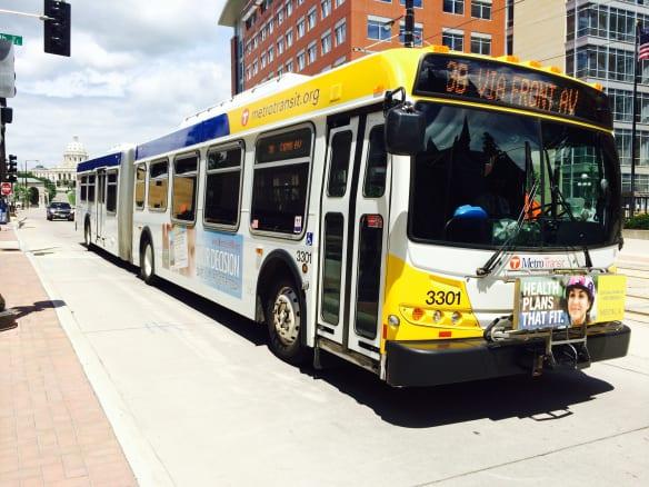 Un autobús en el área del centro de St Paul. Foto: Joseph Lemon/Metro.