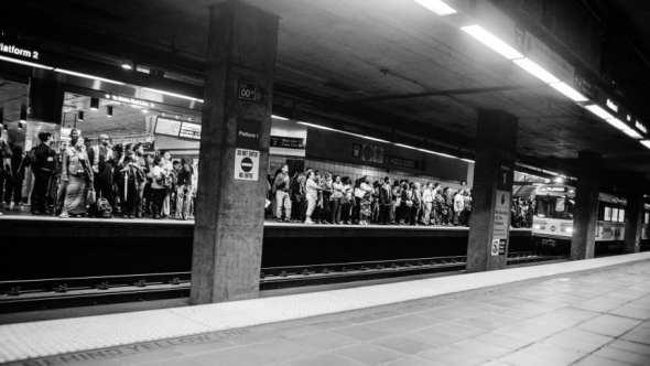 La estación 7th St./Metro Center muestra que cada vez más personas usan el transporte público. Foto: Steve Hymon/Metro.