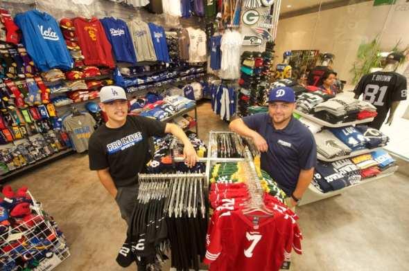 Eddie Varela y Ricardo Velasquez. Foto: Gary Leonard