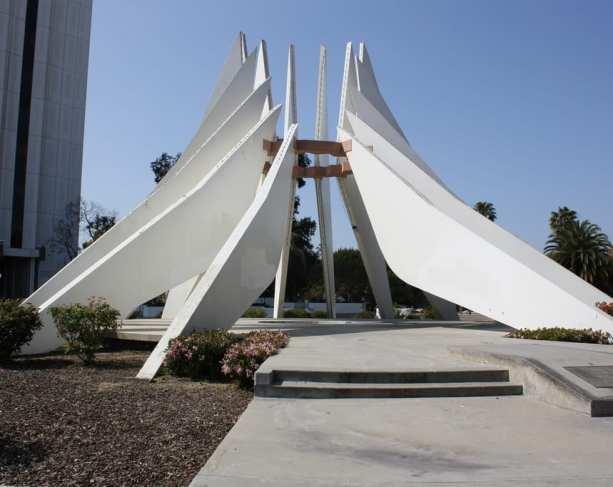 Monumento en honor de MLK en Compton.