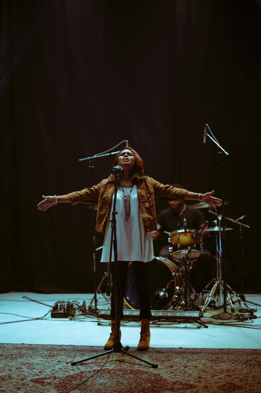 "Cantante cristiana Melissa Capellánpresenta el ""Espíritu de Dios""."