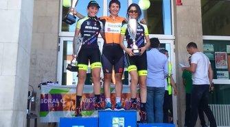 Las vencedoras en Sopela. Foto © Yolanda Álvarez / CiclismoFem-El Pelotón