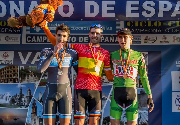 Podio sub-23 con González, Orts y Alberdi. Foto © RFEC