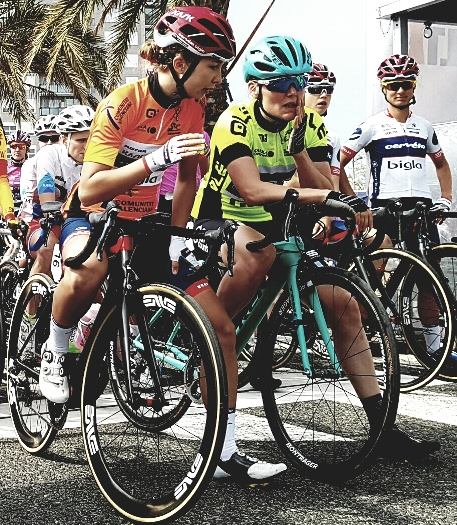 Setmana Ciclista Valenciana- Talking to Ann-Sophie Duyck before the start of stage 4 Pic @babelia1