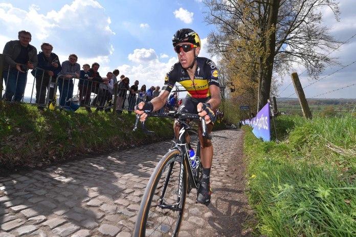 El campeón en ruta belga recorrió en solitario los últimos 60 kilómetros de la carrera. © Tim de Waele