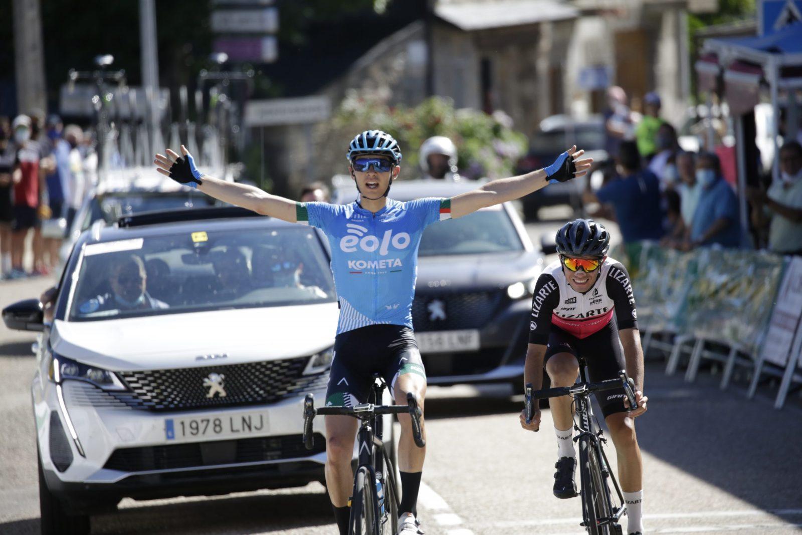 Imagen de Edu Landaluce y Eugenio Sánchez entrando en la meta de Lubián (Foto: Álvaro García-CDC Zamora-Ciclismo El Pelotón)