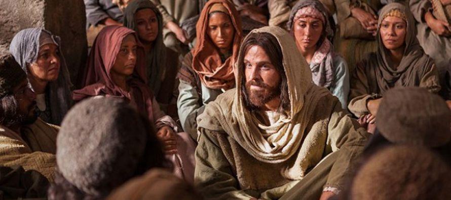 Resultado de imagen para En aquel tiempo, Jesús volvió a casa y se aglomeró otra vez la muchedumbre de modo que no podían comer. Se enteraron sus parientes y fueron a hacerse cargo de Él, pues decían: «Está fuera de sí».