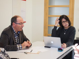 Elsa Cano, directora de El Periodista Online, chrala con Caminada