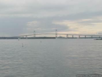 El puente de Newport en Narraganset bay