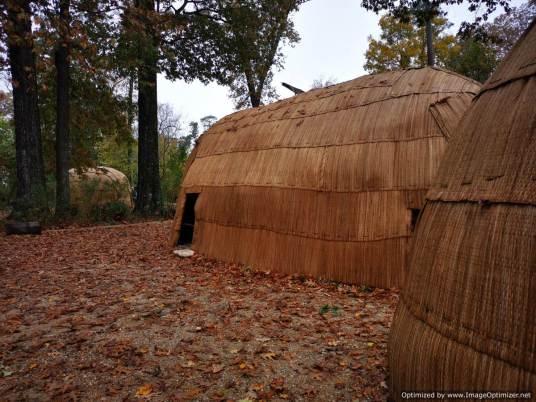 reproducción de una cabaña india de la tribu Powhatan