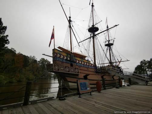 reproducción del barco de los primeros pobladores